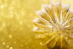 Decorazione di Natale su fondo giallo Fotografia Stock
