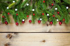 Decorazione di Natale su fondo di legno fotografia stock libera da diritti