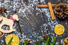 Decorazione di natale su priorità bassa di legno Immagine Stock Libera da Diritti