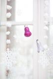 Decorazione di Natale sulla finestra Immagine Stock