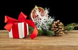 Decorazione di Natale sulla tavola di legno fotografia stock