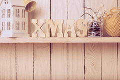 Decorazione di Natale sullo scaffale Fotografia Stock