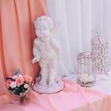 Decorazione di nozze con la gabbia sulla tavola Fotografie Stock Libere da Diritti
