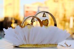 Decorazione di nozze sull'automobile Fotografie Stock Libere da Diritti