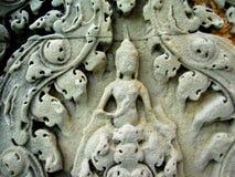 Decorazione di pietra del primo piano in tempio di Angkor fotografia stock