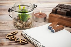 Decorazione di Scrapbooking DIY, bolli, contenitore di regalo Immagini Stock