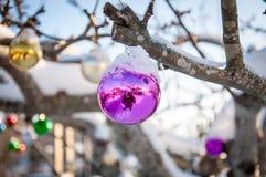 Decorazione di vetro porpora di natale Fotografie Stock Libere da Diritti