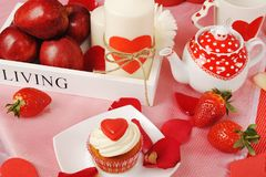 Decorazione dolce del biglietto di S. Valentino immagini stock libere da diritti