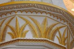 Decorazione dorata della foglia sulla colonna araba Fotografia Stock
