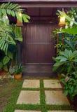 Decorazione etnica della porta del giardino della casa della Malesia Fotografie Stock Libere da Diritti