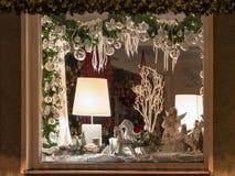 Decorazione europea della finestra del negozio di Natale Fotografia Stock