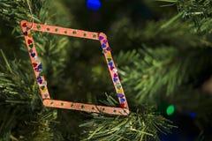 Decorazione fatta a mano di Natale sull'albero Immagini Stock