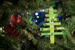 Decorazione fatta a mano di Natale sull'albero Immagini Stock Libere da Diritti