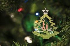 Decorazione fatta a mano di Natale sull'albero Fotografie Stock