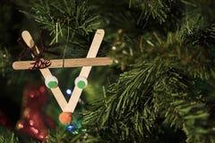 Decorazione fatta a mano di Natale sull'albero Fotografie Stock Libere da Diritti