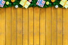 Decorazione festiva della base di un invito di progettazione della cartolina d'auguri di Natale, confine di un ramo dell'albero d Fotografia Stock