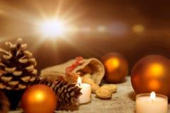 Decorazione festiva di natale in arancio ed in bianco Fotografia Stock