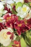 Decorazione gialla della fioritura del primo piano del mazzo di alstroemeria Fotografie Stock Libere da Diritti