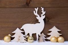 Decorazione, neve, albero e renna dorati di Natale Fotografia Stock