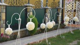 Decorazione per una cerimonia di nozze su un'iarda archivi video