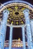 Decorazione rotunda del nuovo anno del ` s del ponte del palazzo fotografia stock libera da diritti