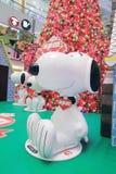 Decorazione Snoopy di natale di APM in Hong Kong Immagini Stock
