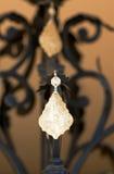 Decorazione sul lampadario a bracci. Fotografia Stock Libera da Diritti