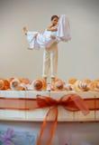 Decorazione sulla torta di cerimonia nuziale immagini stock libere da diritti