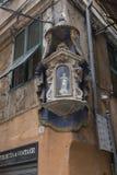 Decorazione sulla vecchia casa a Genova, Italia fotografia stock libera da diritti