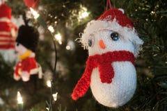 Decorazione tricottata sveglia dell'albero di Natale Fotografia Stock Libera da Diritti