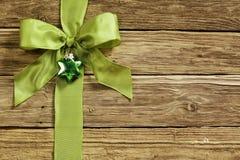 Decorazione verde alla moda del cuore e del nastro Fotografia Stock Libera da Diritti