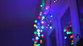 Decorazione vibrante astratta delle luci di Natale che entra lentamente nell'aereo del fuoco video d archivio