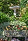 Decorazioni architettoniche nei giardini del castello di Hever Immagini Stock Libere da Diritti