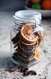 Decorazioni chiuse di natale in un vaso - anice di stella Fotografia Stock