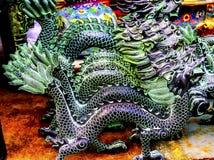 Decorazioni cinesi del mercato delle pulci di Panjuan dei draghi del bronzo della replica Immagine Stock Libera da Diritti