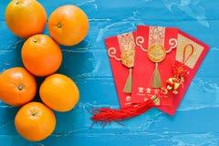 Decorazioni cinesi del nuovo anno arancio e busta rossa Fotografie Stock