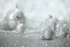 Decorazioni d'argento di Natale immagine stock