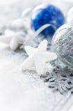Decorazioni d'argento e blu di natale Immagini Stock Libere da Diritti