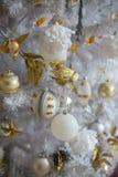 Decorazioni d'argento sull'albero di Natale Fotografia Stock Libera da Diritti