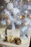 Decorazioni d'argento sull'albero di Natale Immagine Stock Libera da Diritti