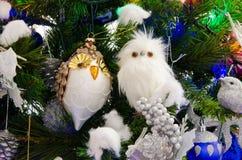 Decorazioni dei gufi per l'albero di Natale Immagine Stock