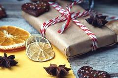 Decorazioni del contenitore e di natale di regalo di Natale Fotografia Stock