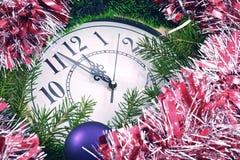 Decorazioni del nuovo anno e dell'orologio Immagini Stock