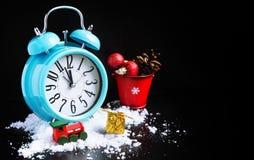 Decorazioni del nuovo anno e della sveglia fotografia stock