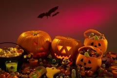 Decorazioni del partito di Halloween con le zucche Fotografie Stock Libere da Diritti