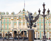 Decorazioni del recinto dei dettagli con il doppio-heade imperiale russo Fotografie Stock Libere da Diritti