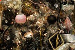 Decorazioni dell'albero di festa di Natale Immagine Stock