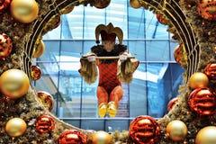 Decorazioni dell'interno di Natale nel centro commerciale Fotografie Stock Libere da Diritti