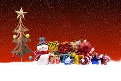 Decorazioni della bambola e di natale del pupazzo di neve Fotografia Stock Libera da Diritti