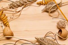 Decorazioni della pagina oggetti decorativi fatti di legno Posto per testo Fotografia Stock Libera da Diritti